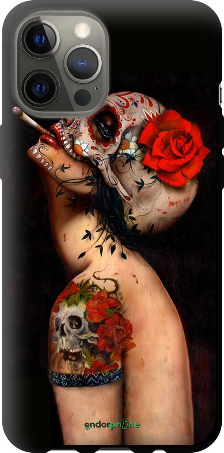 Девушка в маске черепа